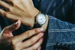 葬式の時に身につける腕時計のマナー
