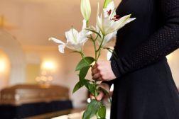 葬式の火葬とは?ご遺体を焼くまでの流れや費用、マナーを解説