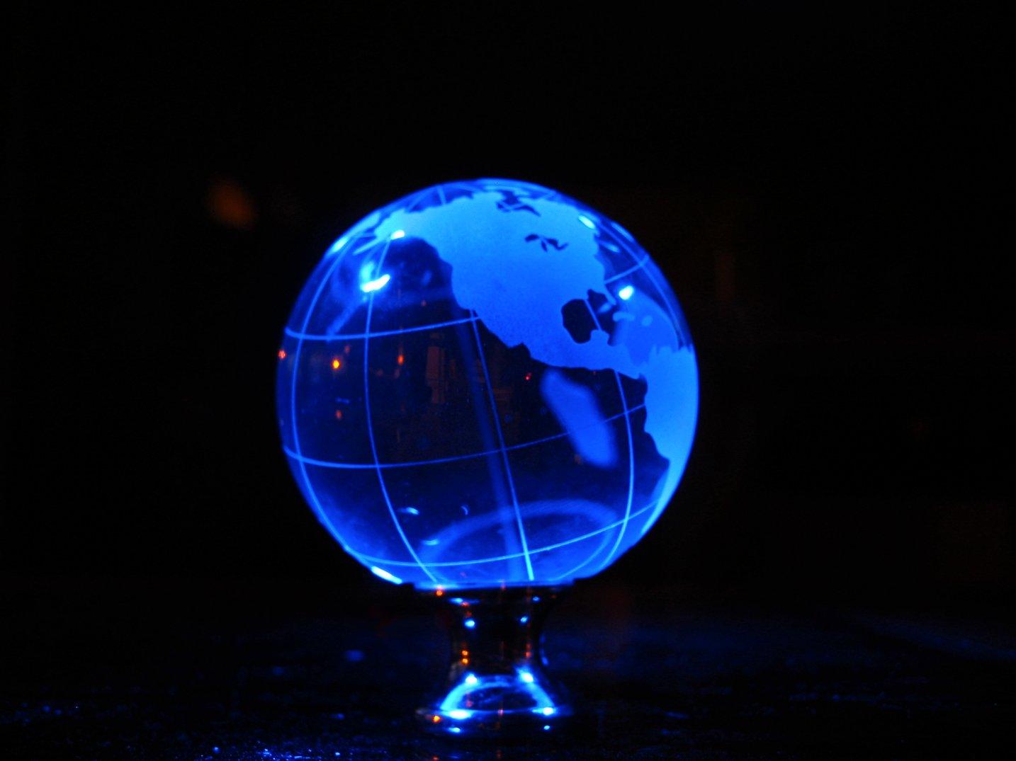 Soul Amp: Strange Glass Earth Globe LED Photo Art