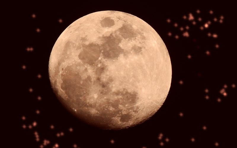 Planetentöne erleben: Wie Planeten klingen und wirken, lest ihr im Interview mit dem spirituellen Musiker.
