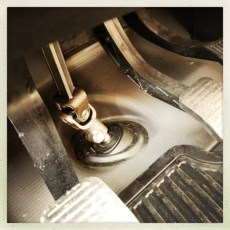 JUNI EXTRAS: Wir bekommen ein neues Getriebe als Garantieleistung! VERKÄUFER: Ein sehr spezieller Typus Mensch fordert uns immer wieder zu Gelassenheit auf (gelang nicht immer!) ABHOLUNG: Neues Getriebe wurde eingebaut, alles Tip Top ABER: Das Kupplungspedal quietscht! REPARATUR: Das Kupplungspedal des Ducato wird ein paar Tage später bei uns vor Ort repariert.