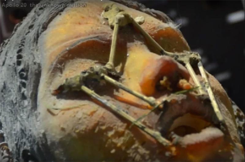 Uma nave alienígena, câmaras criogênicas e as ruínas de edifícios antigos foram encontrados na lua 2