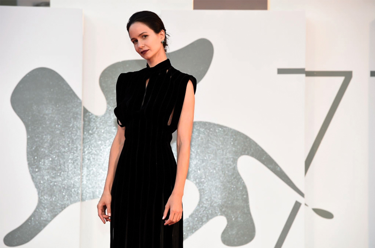 Katherine Waterson venice film festival look