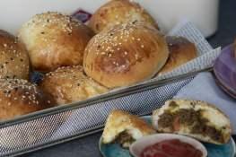 pittige gehaktbroodjes saucijzenbroodjes worstenbroodjes recept jurino
