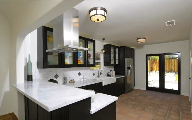Kitchen with direct access to backyard