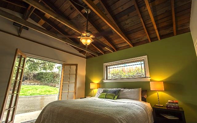 Bedroom with beamed/vaulted ceiling