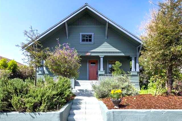 1910 Craftsman: 1169 N. Commonwealth Ave., Los Angeles, 90029