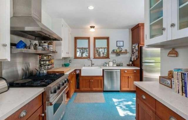 Chef-grade kitchen with a farmhouse sink