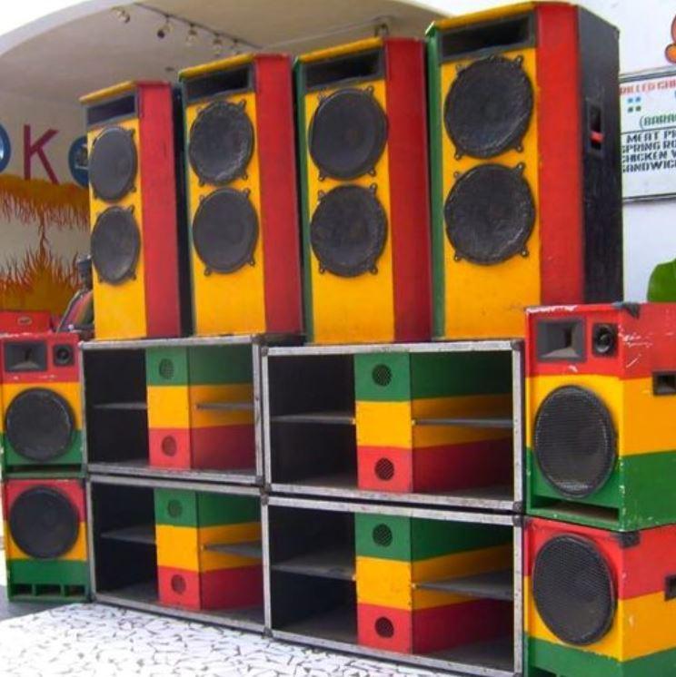 Roots Reggae mit DJ Mandara