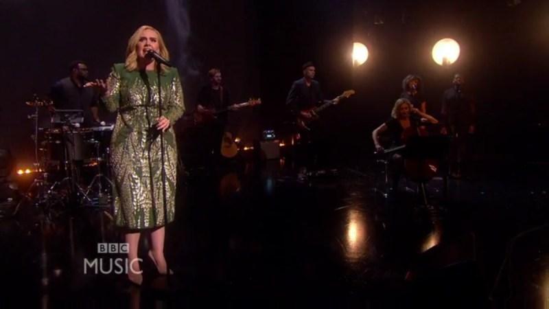 Adele singt 'Hello' das erste Mal live bei der BBC