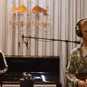 FKJ & Tom Misch - Losing My Way (Video)