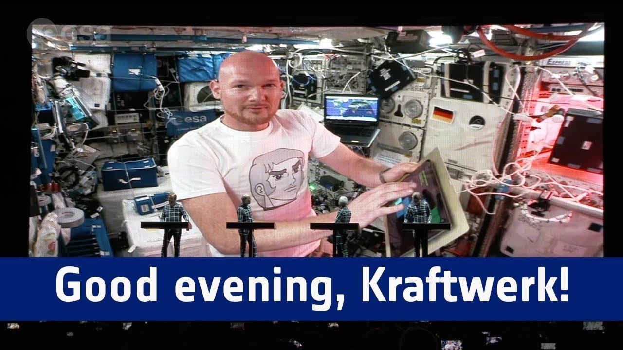 Videotipp: Good evening, KRAFTWERK / Guten Abend KRAFTWERK, guten Abend Stuttgart! - KRAFTWERK schalten Astro-Alex live bei JazzOpen zu! #Horizons #ISS #jazzopen #stuttgart