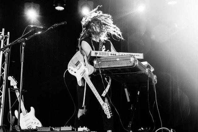 """TashSultana - das Straßenmusik-Phänomen aus Australien - veröffentlicht Debütalbum """"Flow State"""" • full Album stream + 2 Videos"""