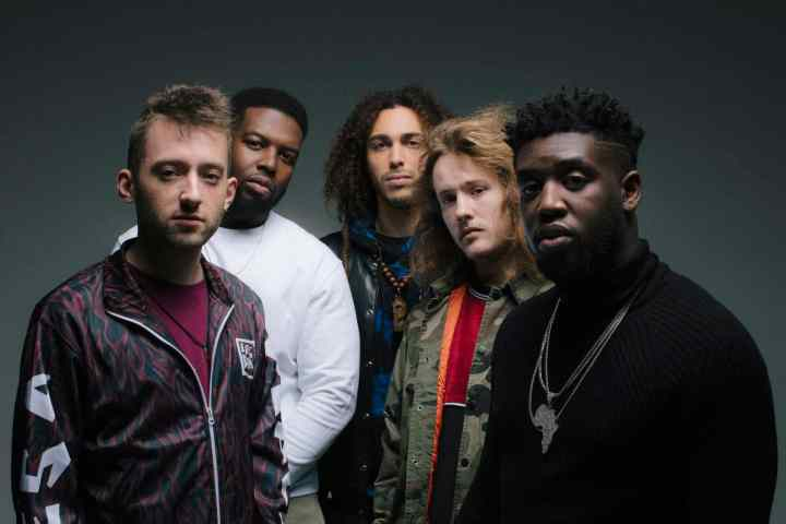 """EZRA COLLECTIVE feat. Loyle Carner - """"What Am I To Do?"""" (Lyric-Video)"""