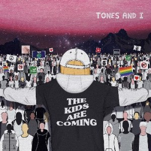 Mit dem Video zu THE KIDS ARE COMING ehrt TONES AND I die ‪#‎FridaysForFuture‬ Bewegung