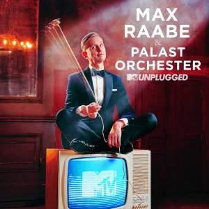 Max Raabe & Palast Orchester machen auf der neuen Single 'Der perfekte Moment' aus ihrem kommenden MTV-Unplugged Album gemeinsame Sache mit Samy Deluxe!