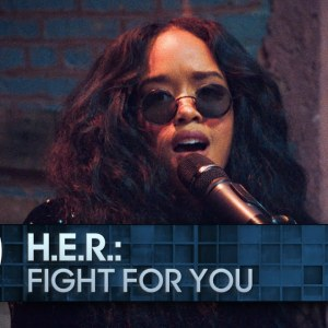 Videotipp: H.E.R. performs 'Fight for You' for The Tonight Show