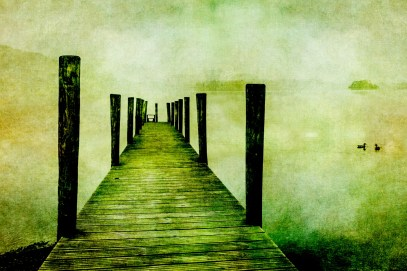 vintage-jetty-on-lake
