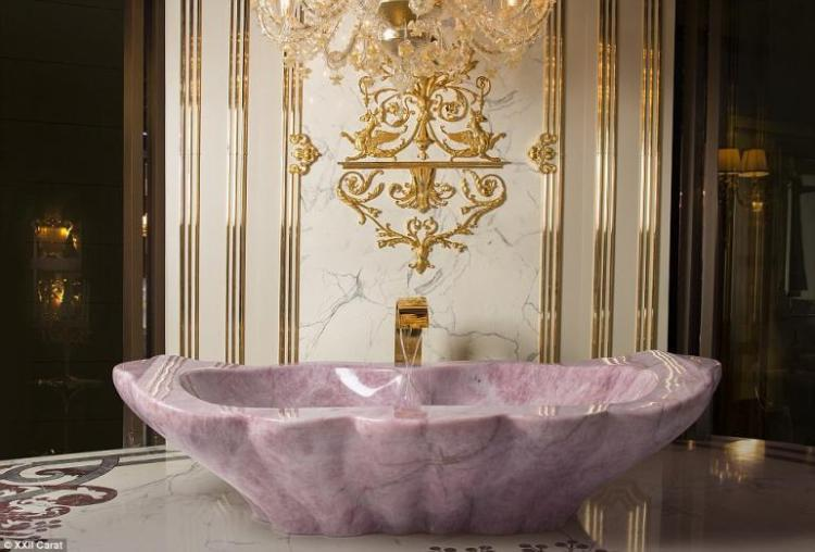 Crystal-Rock-Bathtub-3-770x522.jpg