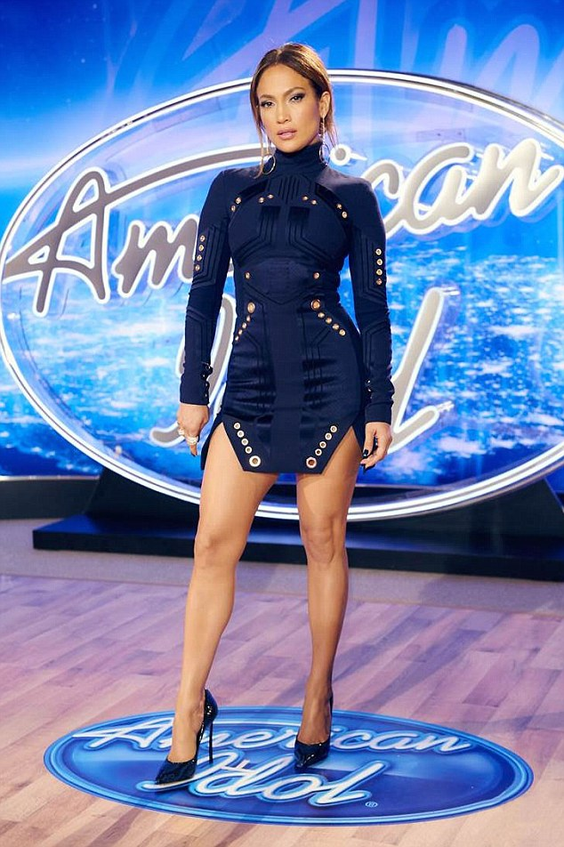2B709CA400000578-3201152-Fashionista_Showing_off_her_incredibly_toned_legs_the_46_year_ol-m-30_1439832433614