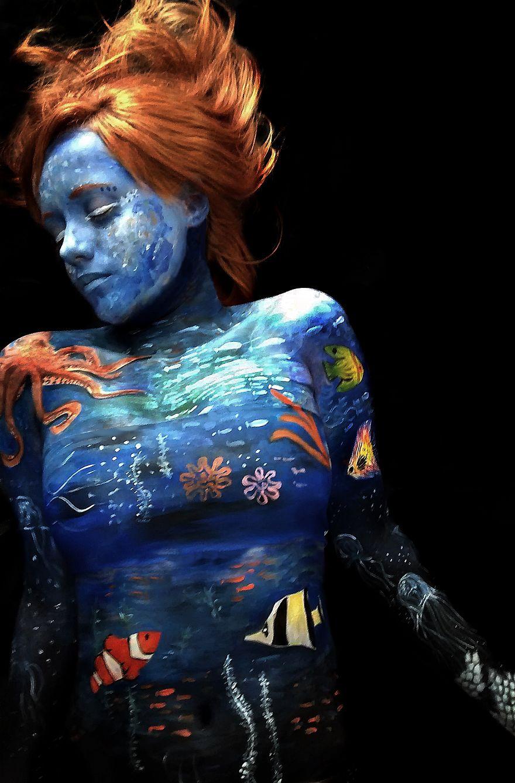 Brazilian-artist-makes-body-paint-herself__880