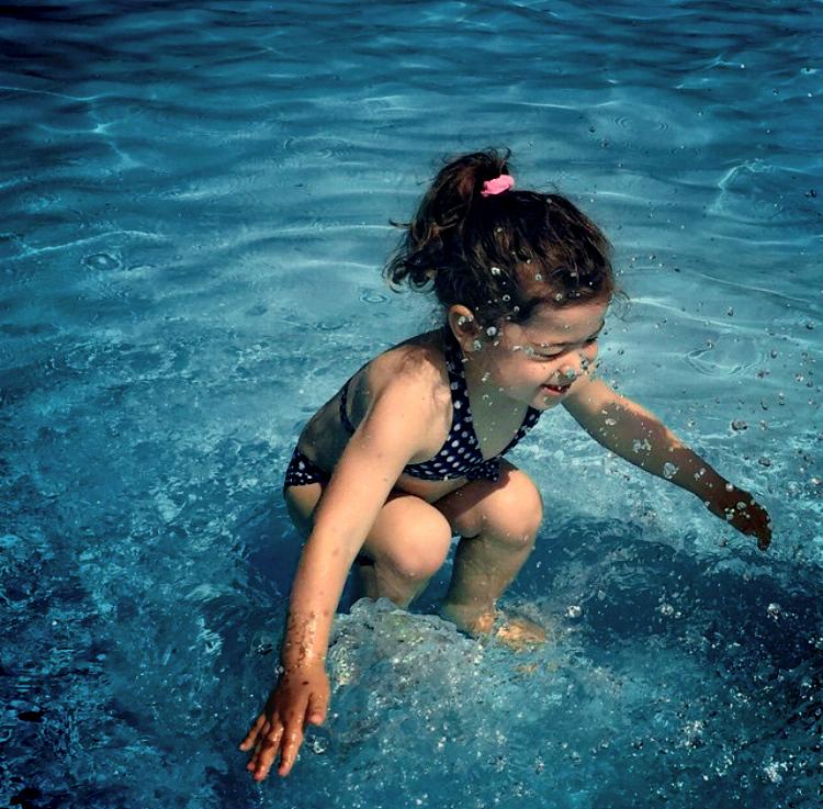 1443222862-splash-girl-two