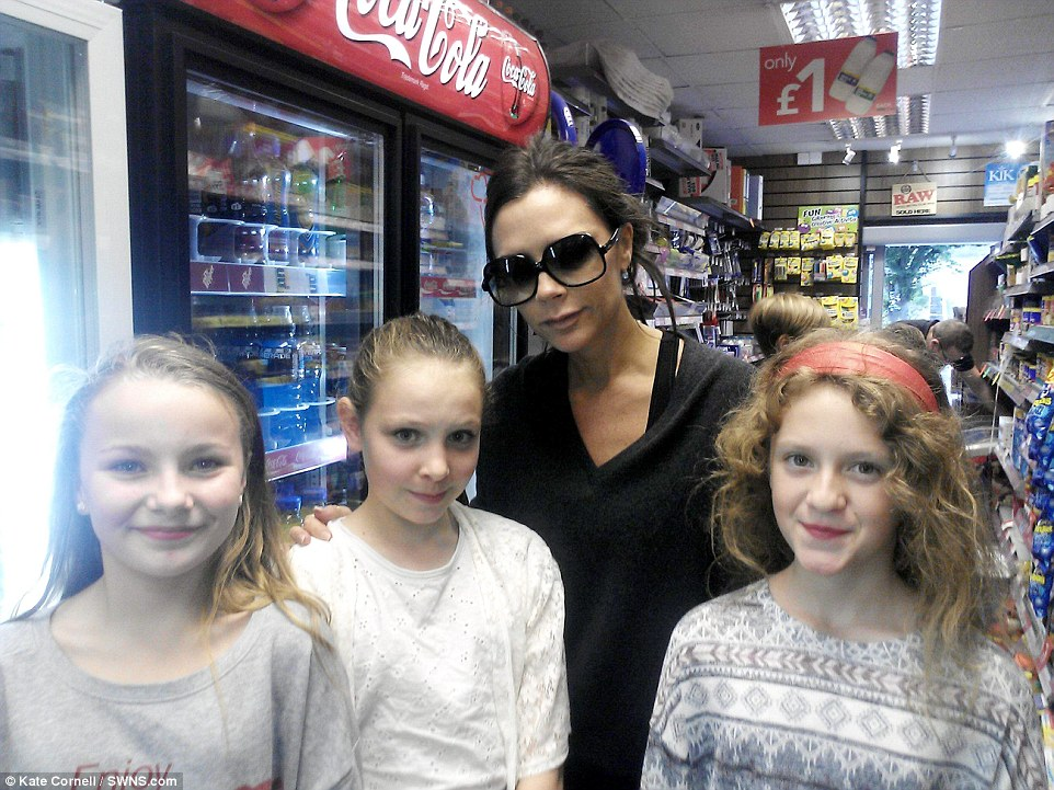 2D695A3400000578-3272667-Fans_of_the_area_The_Beckhams_were_photographed_in_the_local_are-a-53_1444847355444