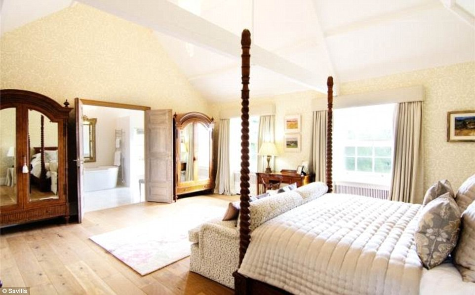 2D69B08700000578-3272667-Master_suite_The_main_bedroom_adjoins_a_luxury_bathroom_and_has_-a-50_1444847355440