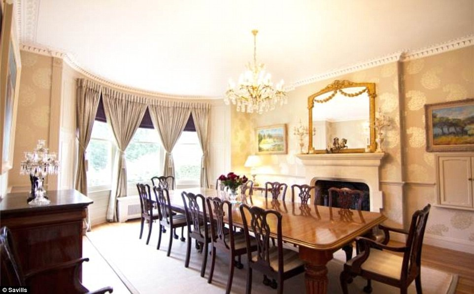 2D69B09400000578-3272667-Entertaining_space_The_large_dining_room_has_room_for_a_huge_tab-a-51_1444847355441
