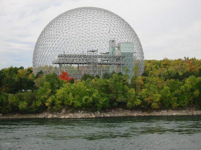 28-33-Worlds-Top-Strangest-Buildings-biosphere