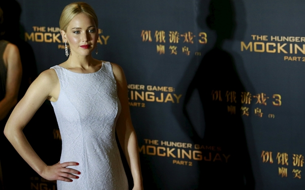 "Throwing of the lawn on the floor of the Premiere of ""The Hunger Games: Part 2"" in Beijing"