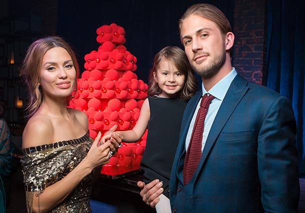 Виктория Боня и Алекс Смерфит с дочерью Анджелиной, 2 декабря