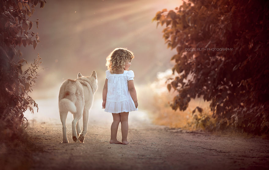 photographers-from-all-over-the-world-capture-amazing-photos-of-children-and-animals-10__880