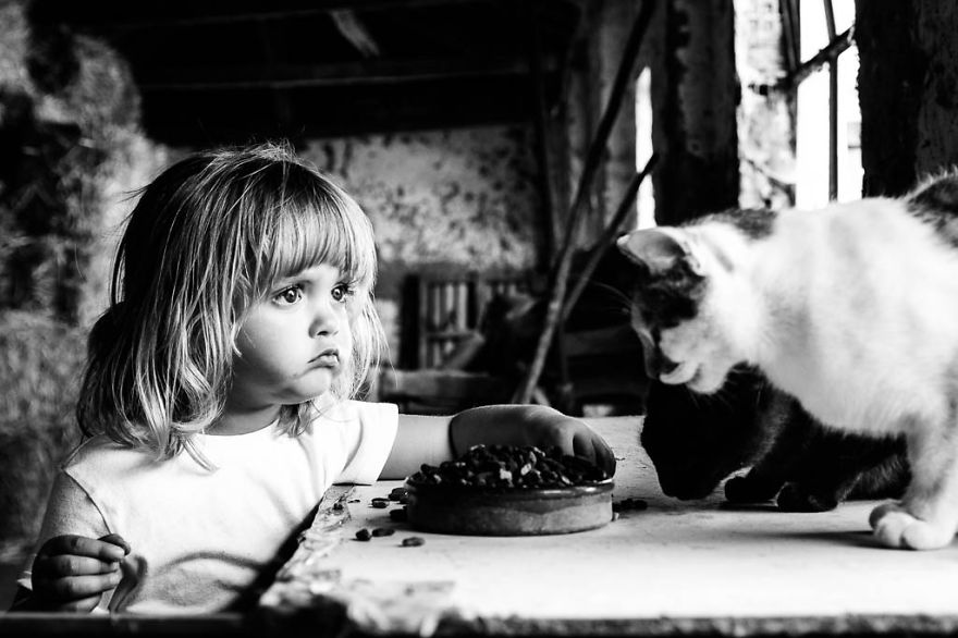 photographers-from-all-over-the-world-capture-amazing-photos-of-children-and-animals-24__880
