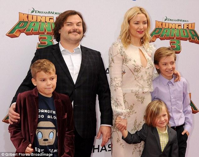 Джек Блек и Кейт Хадсон с детьми на премьере мультфильма