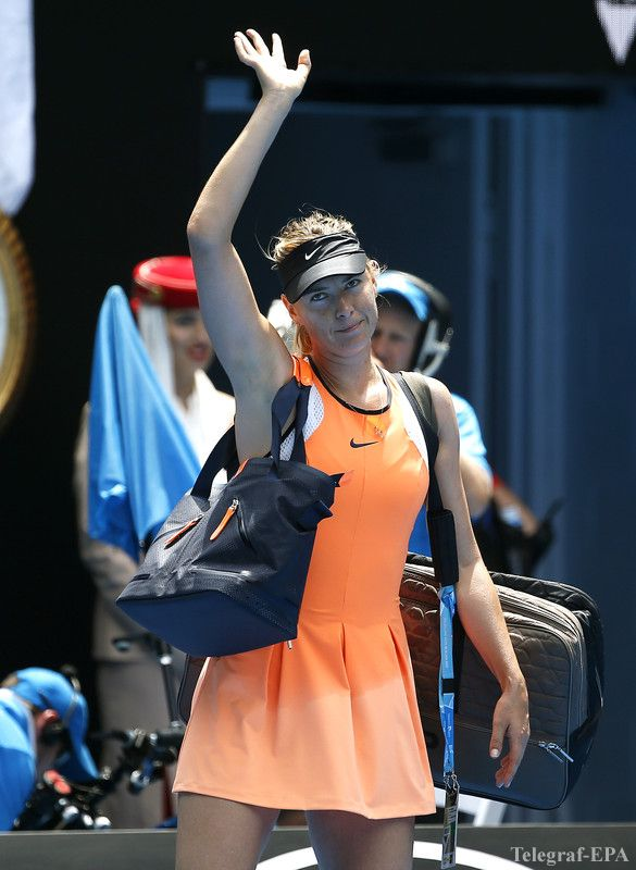 epa05126114 Maria Sharapova of Russia leaves the court after being defeated by Serena Williams of the US in their quarter finals match at the Australian Open tennis tournament in Melbourne, Australia, 26 January 2016.  EPA/MAST IRHAM