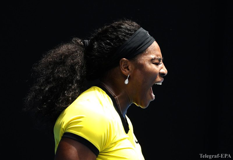 epaselect epa05125951 Serena Williams of the US reacts during her quarter finals match against Maria Sharapova of Russia at the Australian Open tennis tournament in Melbourne, Australia, 26 January 2016.  EPA/MAST IRHAM