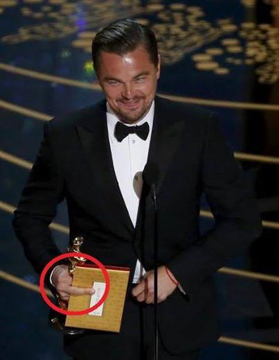 Реальное фото с церемонии. Тайный знак Лео?