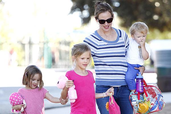 NO JUST JARED USAGE Jennifer Garner takes the kids to the park in Pacific Palisades, CA. ***NO DAILY MAIL ONLINE USAGE*** SPLASH NEWS TV OK FOR USAGE Pictured: Jennifer Garner, Seraphina Affleck, Violet Affleck and Samuel Affleck Ref: SPL578593  160713   Picture by: Splash News Splash News and Pictures Los Angeles:310-821-2666 New York:212-619-2666 London:870-934-2666 photodesk@splashnews.com
