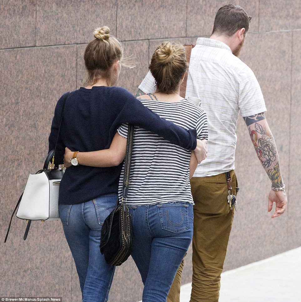 34BE6A5B00000578-3615270-Amber_Heard_is_all_smiles_following_a_four_hour_meeting_with_her-a-26_1464541285930