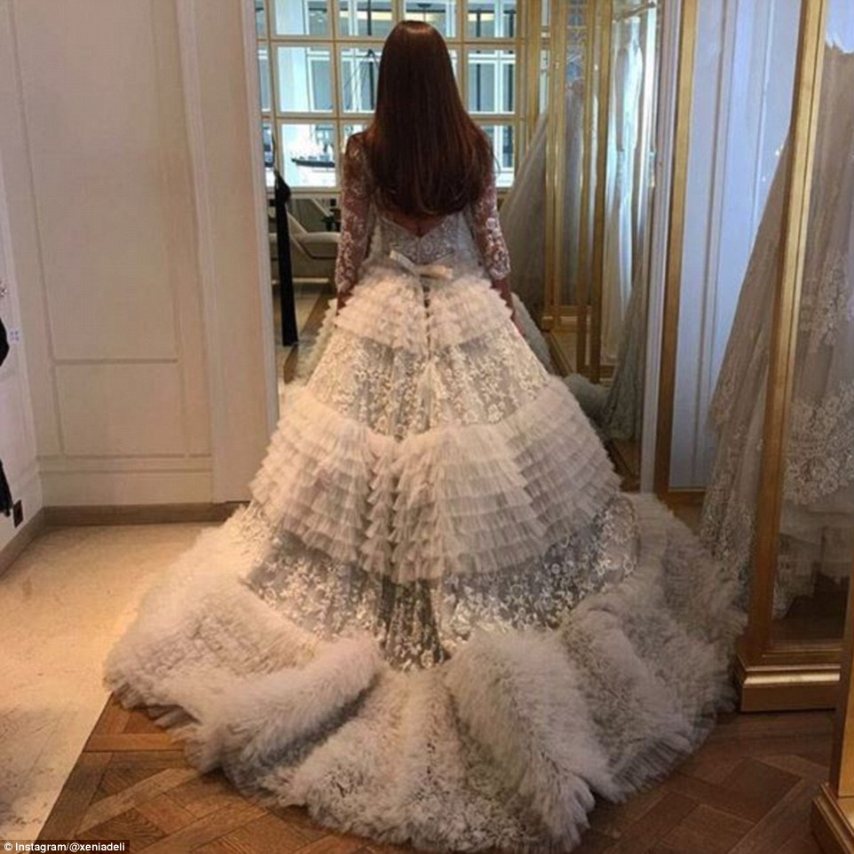 359C2F1500000578-3657546-Princess_dress_Deli_wore_an_incredible_couture_dress_for_the_wed-a-13_1466762304322