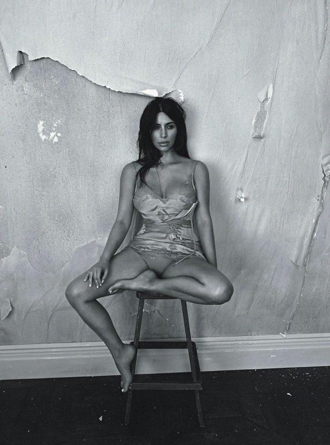 Kim-Kardashian--Vogue-Australia-2016--07-662x893