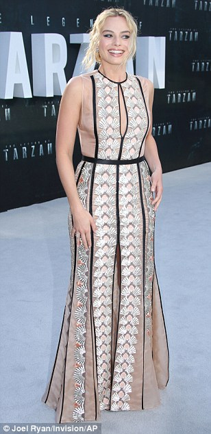 35FB474C00000578-3675778-See_through_style_Margot_Robbie_looked_incredible_in_a_sheer_pat-a-35_1467741882311