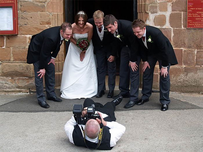 funny-crazy-wedding-photographers-behind-the-scenes-58-5774fdc6e8d0f__700
