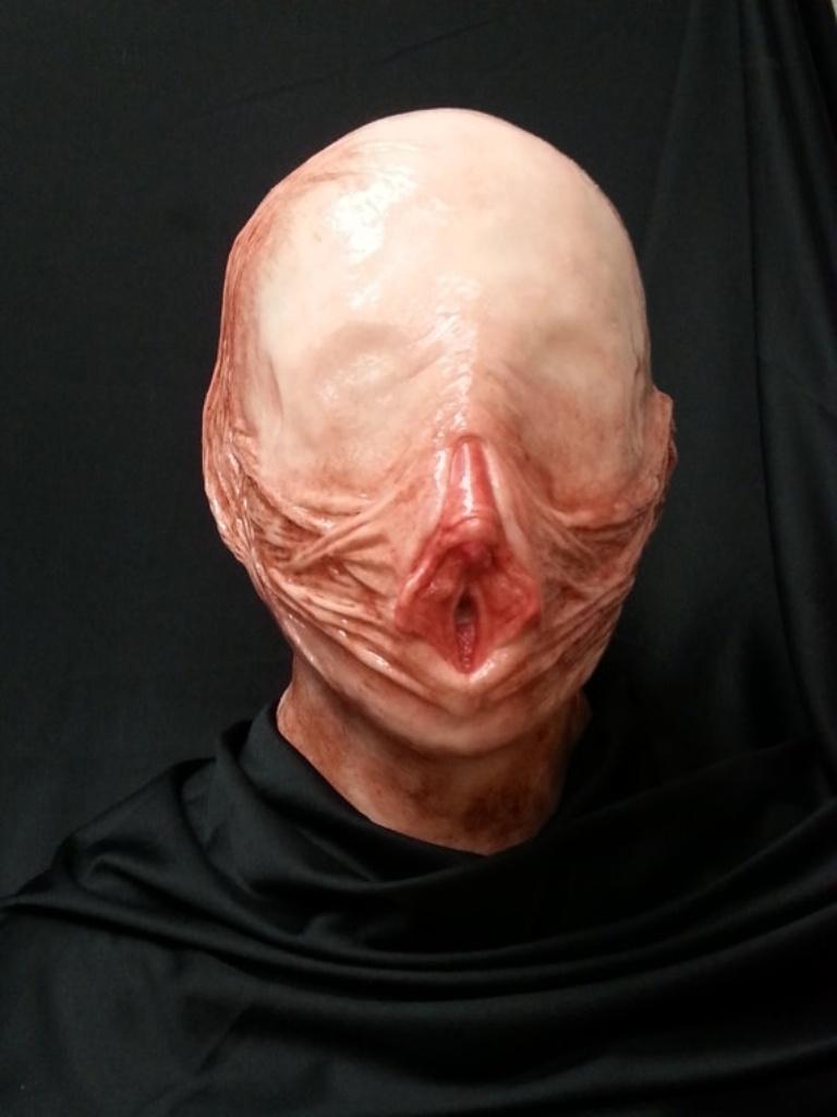 1475490963-vagina-mask-2-1475514830