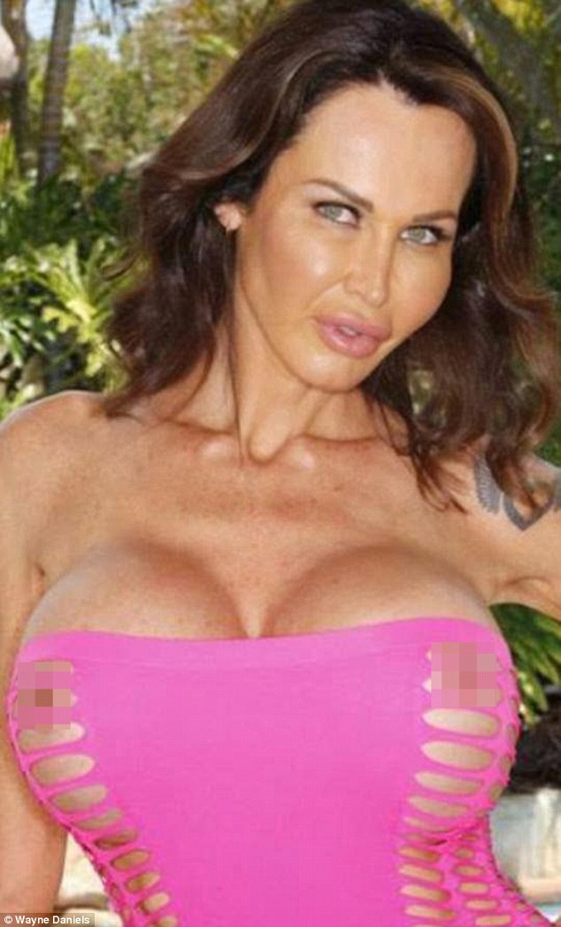 392da47500000578-3826502-racy_kelly_admitted_she_had_always_been_obsessed_with_breasts_he-a-30_1475844092994