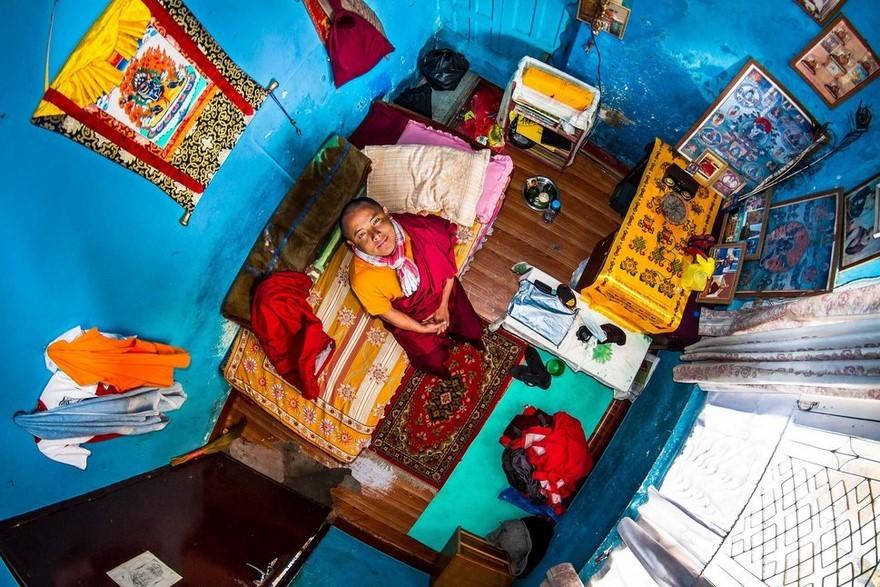 bedrooms-around-world-my-room-project-john-thackwray-17-57fb382018fec-jpeg__880