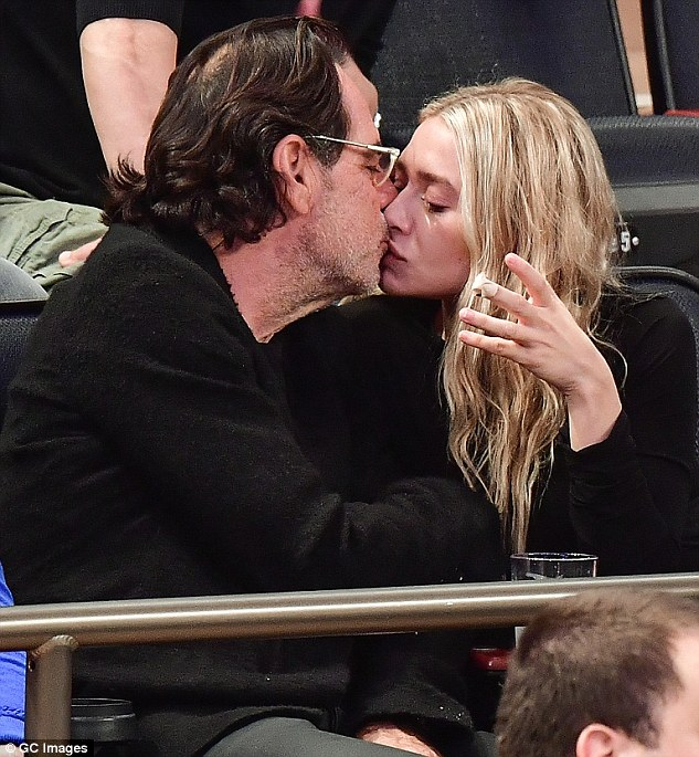 3a3be40100000578-3924166-sealed_with_a_kiss_ashley_olsen_has_confirmed_her_rumoured_roman-m-7_1478796634746