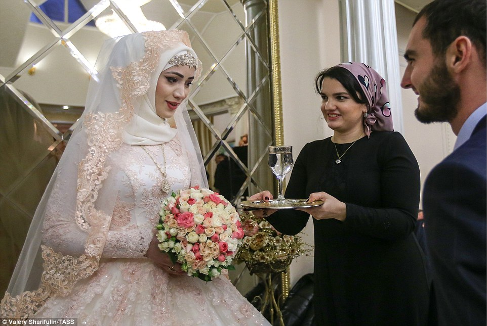 3ab71b9e00000578-3968480-at_the_wedding_reception_guests_ask_the_bride_to_give_them_a_dri-a-57_1480006899341