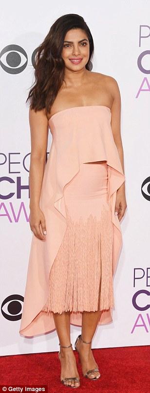 3C42799D00000578-4129386-Just_peachy_Priyanka_Chopra_twirled_in_a_soft_pink_tiered_dress_-a-15_1484795041613